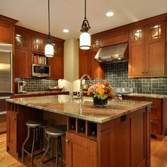 Kitchen Craftsman Style Design, Pictures, Remodel, Decor and Ideas - page 2 colors scheme but with lihter backsplash