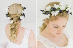 Brautfrisur geflochten mit Blumen9