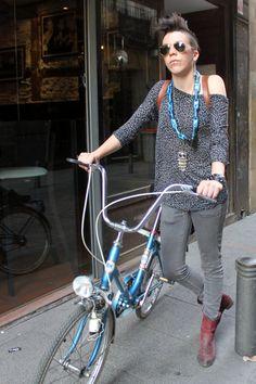 Moda, estilo y bicicletas.  by Aitor