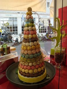 Patisserie - how cool would it be to have a wedding cake that was as tall as a giant Christmas tree! You could use cream puffs or croquembouche. Croquembouche, Lollipop Sweets, Lorraine, Macaroon Cake, Macaron Tower, Wedding Cake Alternatives, French Patisserie, French Macaroons, French Pastries