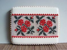 Lace Cookies, Flower Cookies, European Fashion, European Style, Cookie Decorating, Drink Sleeves, Needlepoint, Gingerbread, Embroidery