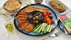 Trei aperitive grecesti delicioase (CC Eng Sub) Cobb Salad, Yummy Food, Yummy Yummy, Delicious Recipes, Sandwiches, Easy Meals, Food And Drink, Appetizers, Beef