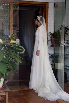 Aquele momento em que você começa a ter a ilusão de que é possível encontrar um vestido de noiva recatado e bonito.