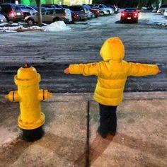 Ребенок и пожарный гидрант