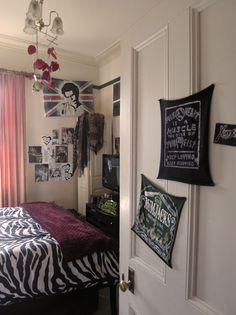 purges punk rock gypsy caravan museum room making the most of a share house. Interior Design Ideas. Home Design Ideas