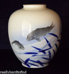 LARGE-FUKAGAWA-VASE-ARITA-PORCELAIN-JAPANESE-ANTIQUE-SIGNED-BY-ARTIST-KOI-FISH