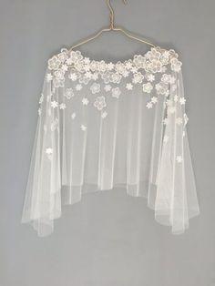 Capelet mariée | Bridal couvrir | Couverture à lacets | Cape de mariage | Top mariée | Haut de forme dentelle | Cape en tulle | Dessus en tulle | Fleurs de guipure