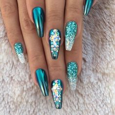 Glitter Ombré Stiletto Nails by MargaritasNailz from Nail Art Gallery Fantastic Nails, Fabulous Nails, Gorgeous Nails, Pretty Nails, Teal Nails, Bling Nails, Fun Nails, Glittery Nails, Turquoise Acrylic Nails