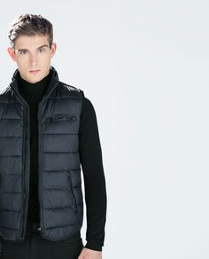 Man - puffer vest casual winter outfits, casual clothes, winter vest, w Winter Outfit For Teen Girls, Casual Winter Outfits, Winter Fashion Outfits, Casual Clothes, Men's Fashion, Christmas Jacket, Winter Vest, Zara Man, Puffer Vest