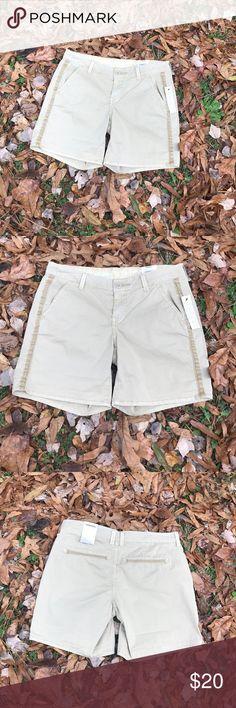 "✔️NWT Sonoma Mid Rise Khaki Shorts Sz 4 Brand new with tags; Sz 4; Flat Waist 15"" Inseam 7"" Sonoma Shorts"