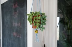 crochet succulent house plant diy project from super+super website Crochet Cactus, Crochet Leaves, Crochet Flowers, Macrame Projects, Crochet Projects, Craft Projects, Potpourri, Stone Wrapping, Macrame Plant Hangers