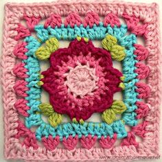 I've got a treat for you today...gorgeous blossom squares!  Here are 12 beautiful and free floral crochet squares.  There are so many...