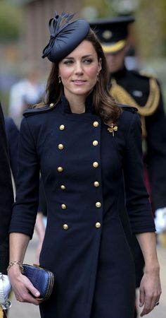 Kate Middleton-coat, Alexander McQueen navy blue