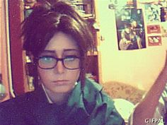 Hanji and levi cosplay (gif) I dont even wath the show and this was too funny.