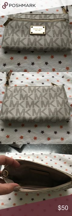 *FINAL PRICE* Michael Kors white canvas wristlet Michael Kors white canvas wristlet . Perfect condition. Only used once or twice. I looked up this exact wristlet on here and $40 is a great deal. KORS Michael Kors Bags Clutches & Wristlets
