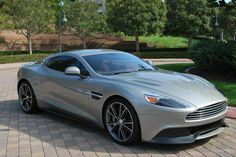 Aston Martin Vanquish Coupe Photo