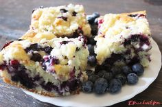 Must Try Dessert Bar Recipes {The Weekly Round UP} Blueberry Crumble BarsBlueberry Crumble Bars Just Desserts, Delicious Desserts, Dessert Recipes, Yummy Food, Bar Recipes, Healthy Recipes, Kitchen Recipes, Blueberry Crumb Bars, Blueberry Recipes