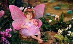 Photographers capture images of children during in-studio sessions conducted on sets modeled after castles or fairy forests Fairy Photoshoot, 1st Birthday Photoshoot, Fairy Photography, Creative Photography, Fairy Costume Kids, Enchanted Forest Theme, 1st Birthday Pictures, Fairies Photos, Princess Photo