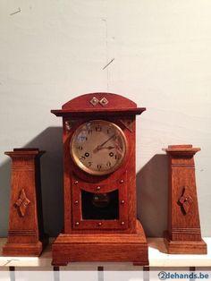 Eiken klokkenstel uit de Amsterdamse periode,begin 1900.De klok werkt niet!verder in prima staat.
