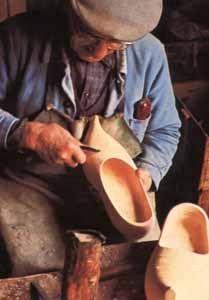 Le sabotier (French clog maker).