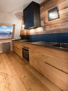 Luxury Home Interiors - High End Designers interni Chalet Interior, Luxury Homes Interior, Log Cabin Kitchens, Home Kitchens, Mountain Home Interiors, Hidden Kitchen, Minimal Kitchen, Architecture Design, Mountain Homes