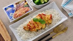 Piept de pui umplut cu mozzarella si rosii - reteta video Broccoli, Mozzarella, Grains, Good Food, Food And Drink, Cooking Recipes, Chicken, Meat, Youtube