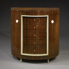 Art Deco often describes furniture from the through the So does the term Art Moderne. This article unravels the differences. Art Deco Stil, Art Deco Home, Classic Furniture, Modern Furniture, Luxury Furniture, Antique Furniture, Decoration, Art Decor, Home Decor
