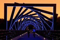 Projeto de iluminação pública, em passarela para pedestres.