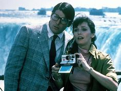 Christopher Reeve and Margot Kidder Clark Kent and Lois Lane in Superman II 1981 Covering news at Niagara Falls Clark Superman, First Superman, Superman Love, Superman And Lois Lane, Supergirl Superman, Superman Man Of Steel, Superman Stuff, Superman Cast, Batman Vs