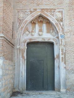 Puerta, Iglesia de La Asunción en El Piquete. Quinto, Zaragoza. Spain.  [By Valentín Enrique].