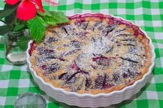 Clafoutis cu prune - un desert cu gust incomparabil! Delicious Desserts, Dessert Recipes, Summer Pie, Bulgarian Recipes, Prune, Sweet Pastries, Sweet Pie, Other Recipes, Entrees