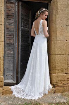 HANAE robe de mariée bohème en dentelle de coton. Décolleté V. Collection Les Mariées de Provence