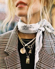 Love these layered gold necklaces paired with a menswear check plaid blazer and a bandana scarf - such a great fall outfit idea Source by seasonsbst fashion scarf Mode Outfits, Fashion Outfits, Womens Fashion, Fashion Trends, Vegas Outfits, Fashion Scarves, Woman Outfits, Blazer Fashion, Party Outfits