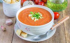 Der bemerkenswerteste Inhaltsstoff der Tomate ist das Antioxidans Lycopen. Zahlreichen Studien zufolge senkt dieser Pflanzenstoff den Anteil an LDL-Cholesterin im Blut und somit auch das Risiko für Arteriosklerose und Herz-Kreislauferkrankungen. (Zentrum der Gesundheit) © iuliia_n - Shutterstock.com #kartoffel #tomate #suppe #rezept #vegan