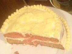 Tarta de fresa y vainilla con queso Philadelphia y chocolate blanco.