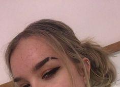 Eyebrow slit and eyeliner Helix / cartilage piercing Eyebrow Cut, Eyebrow Slits, Eyebrow Makeup, Beauty Makeup, Hair Makeup, Hair Beauty, Nose Bridge Piercing, Shave Eyebrows, Perfect Eyebrows