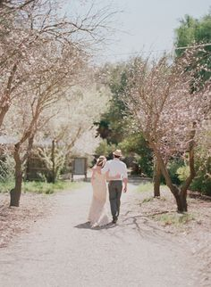I am not officially engaged, but we are talking dates and I just can't help but want a spring wedding. It is so risky with the weather in nor-cal, but common' look at these blossoms!