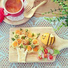 bee = cheese on meatball Cute Food, Good Food, Yummy Food, Bento Recipes, Baby Food Recipes, Finger Foods For Kids, Food Art For Kids, Food Kids, Creative Food Art