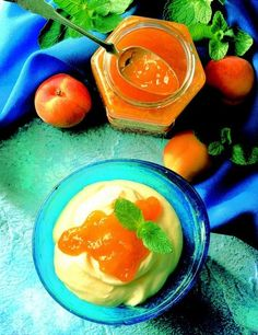 Meruňkový džem 1 kg meruněk (čistá váha bez pecek) 1 balíček Gelfixu Extra Jelly Cupboard, Jam And Jelly, Homemade, Canning, Desserts, Recipes, Food, Clothes Stand, Tailgate Desserts