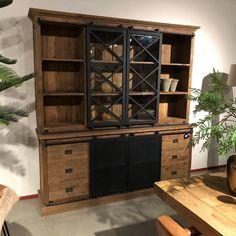 Industriele Beethoven kast van Teak hout bij Mokana Meubelen. Plush Area Rugs, Woodworking Projects Diy, Industrial Style, China Cabinet, Decoration, Bookcase, Sweet Home, Lounge, Shelves