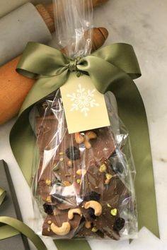 super Ideas for chocolate bark gift packaging christmas treats Baking Packaging, Dessert Packaging, Cookie Packaging, Gift Packaging, Packaging Ideas, Design Packaging, Bottle Packaging, Christmas Chocolate, Christmas Treats