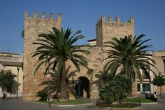 alcudia mallorca | Alcudia_(Mallorca)_Tor_Stadtmauer_(wiki)-hq.jpg
