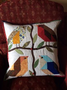 Bird cushion made with 21/2 inch squares and half squares, appliquéd leaves and hand quilting.Many thanks to tell tale threads for the inspiration.l