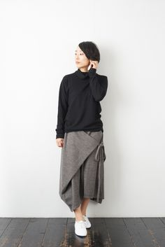 If you want relaxed, try out tucking skirts in a One. Fashion Pants, Hijab Fashion, Fashion Dresses, Clothes Crafts, Sewing Clothes, Dress Clothes, Fashion Sewing, Diy Fashion, Maxi Skirt Tutorial