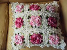 Capa de almofada em crochê barroco
