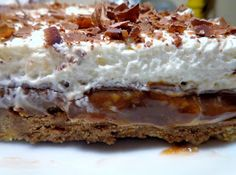 ΜΑΓΕΙΡΙΚΗ ΚΑΙ ΣΥΝΤΑΓΕΣ: Σοκολατένια Τάρτα με Καραμέλα Κρέμα Μπισκότα Γεύση που δεν περιγράφετε !!!!! Food And Drink, Pie, Sweets, Desserts, Recipes, Torte, Tailgate Desserts, Cake, Deserts