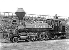Locomotive, SP # 1010 ~ Sacramento, circa 1902