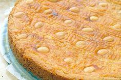 Met ouderwetse boterkoek zit je altijd goed. En omdat het ook nog doodsimpel te maken is, mag dit recept gew oon niet in je repertoire ontbreken!