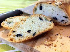 Il pane alle olive è un pane saporito ed appetitoso, ideale per accompagnare salumi e formaggi dal sapore deciso.   Ottimo anche come base per un crostino pomodoro e basilico e ovviamente anche da solo.