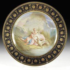 Assiette en porcelaine de Sèvres représentante une scène mythologique